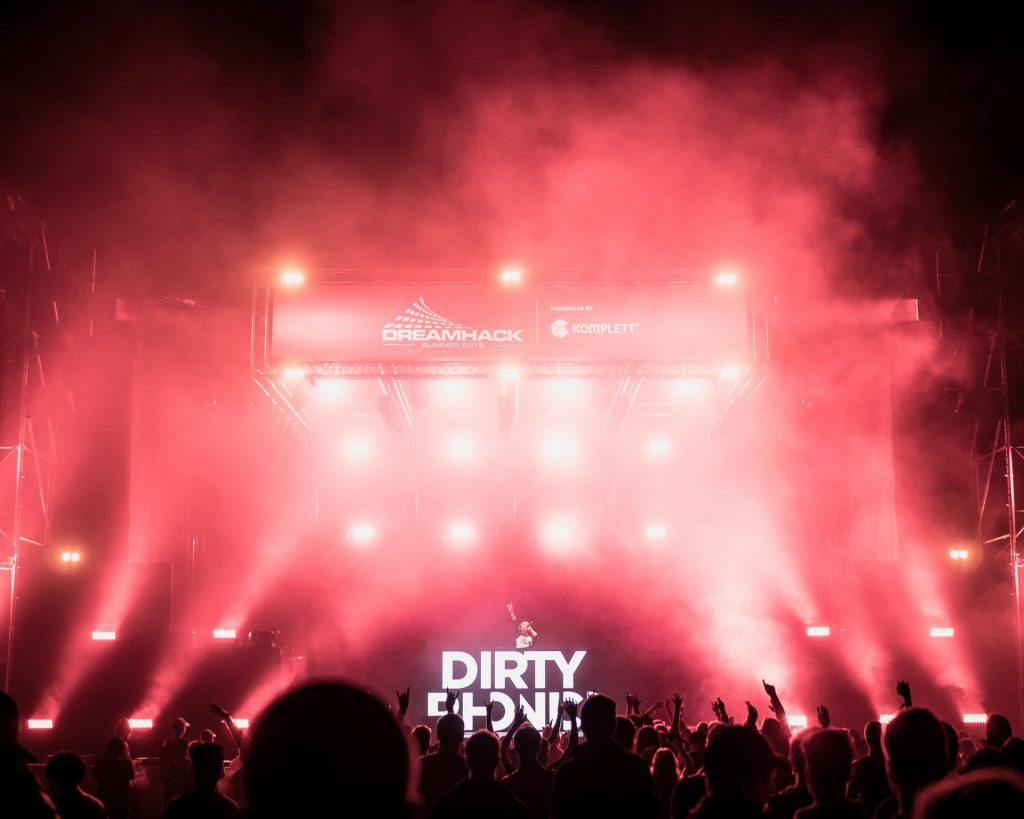 Dirty Phonics trap concert.