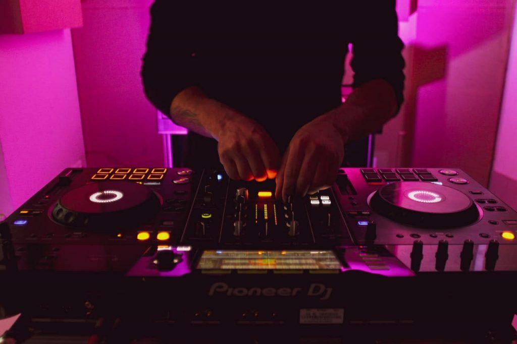 A DJ spinning moombahton on Pioneer DJ decks.